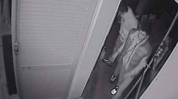 Una delle immagini del furto