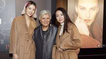 Laura Lusuardi tra due influencer coreane
