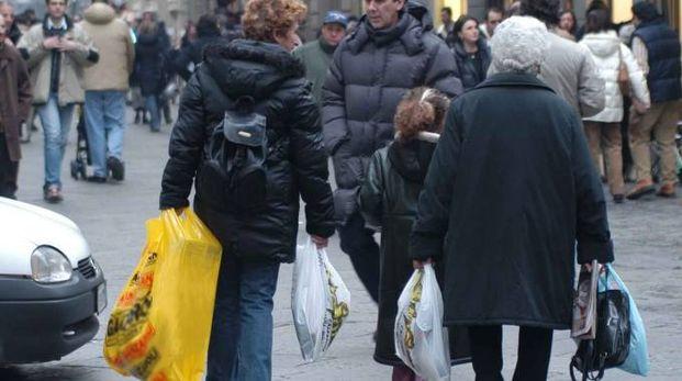 CONCORRENZA Difficile per i piccoli negozi  resistere alle grandi catene