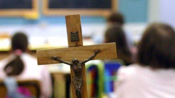UNA LUNGA DISPUTA  Un crocifisso in classe