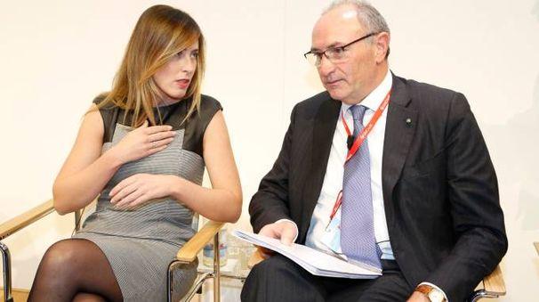 Maria Elena Boschi con Federico Ghizzoni in una foto d'archivio (ImagoE)