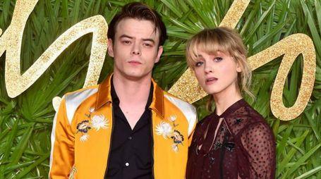 Natalia Dyer e Charlie Heaton ai Fashion Awards - Foto: Matt Crossick/PA Wire/LaPresse