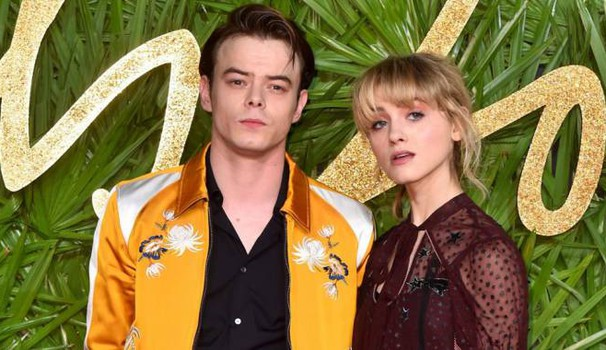 Natalia Dyer e Charlie Heaton ai Fashion Awards - Foto: Matt Crossick/PA Wire/LaPresse