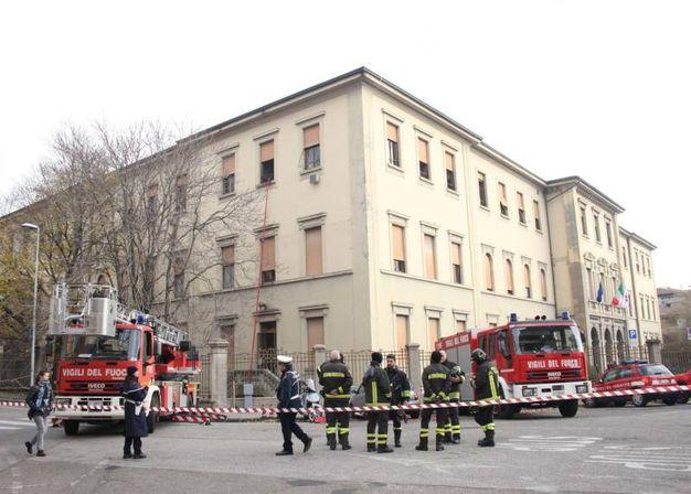 Nuovo incendio in via Nicolodi a Firenze (foto Umberto Visintini/New Pressphoto)