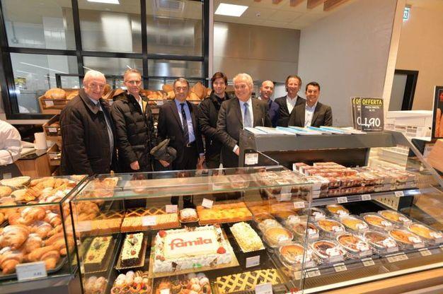 Il marchio Famila è sbarcato in città. È stata appena aperta la struttura in via Andrea Costa 49 (Foto Frasca)