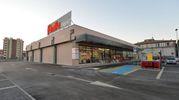 Il nuovo supermercato dispone di un parcheggio con 120 posti auto, accessibile anche da via Leonardo Da Vinci (Foto Frasca)
