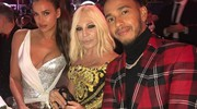 Ai British fashion awards con Donatella Versace e Lewis Hamilton (Afp)