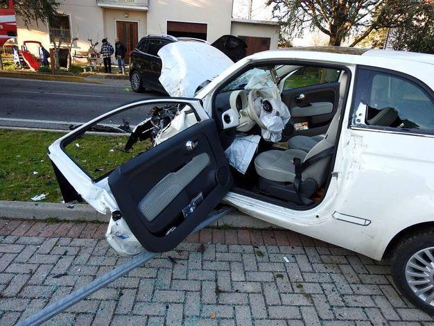 La ragazza al volante della 500 è stata trasportata all'ospedale di Ravenna (Scardovi)