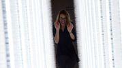 Ambra Bersani Attraversa l'emozionante installazione di Hitomi Sato