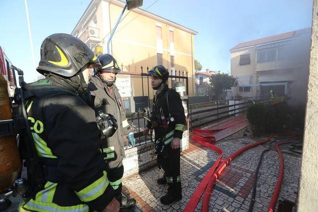 L'intervento dei vigili del fuoco (foto Zani)