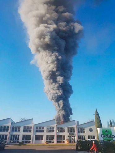 Timore per la densa nube di fumo (foto Ravaglia)