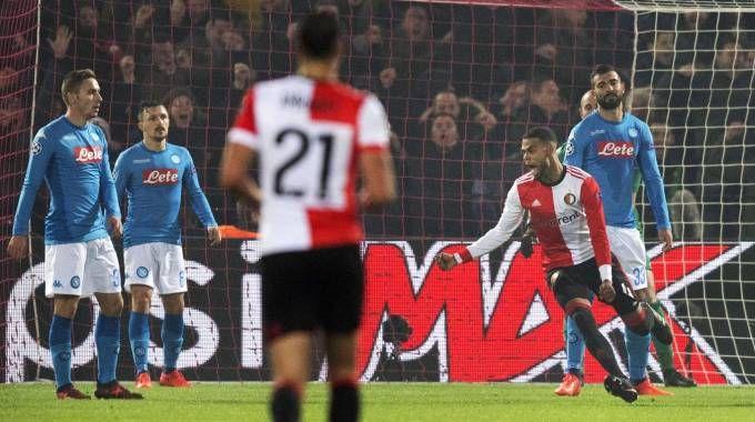 Il Feyenoord celebra il gol del 2-1 (Ansa)
