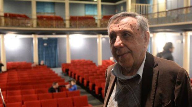 Il titolare Maurizio Lombardi nel teatro Apollo