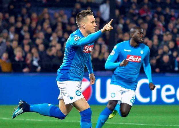 Zielinski esulta dopo il gol (afp)