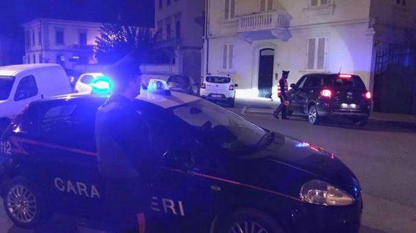 In piazza don Minzoni sono intervenuti anche i carabinieri