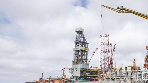 Petrolio: stabile a 55,94 dollari