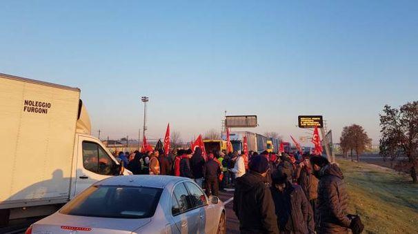 La manifestazione dei Cobas all'Interporto