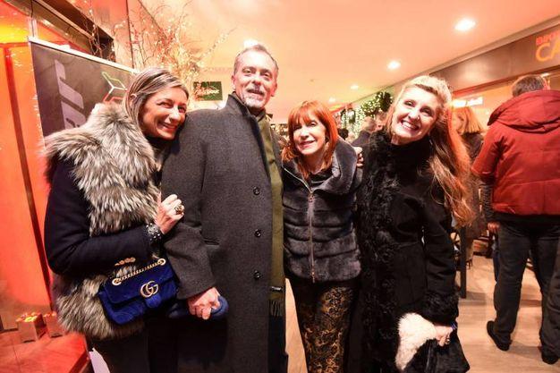 Tommaso Gazzoni Frascara con un'amica, Beatrice Spagnoli e Eli Sassoli de' Bianchi (foto Schicchi)