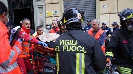 Incendio in un palazzo di via della Cernaia (Foto Frascatore)