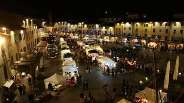 Mercatino serale in piazza Matteotti a Greve in Chianti