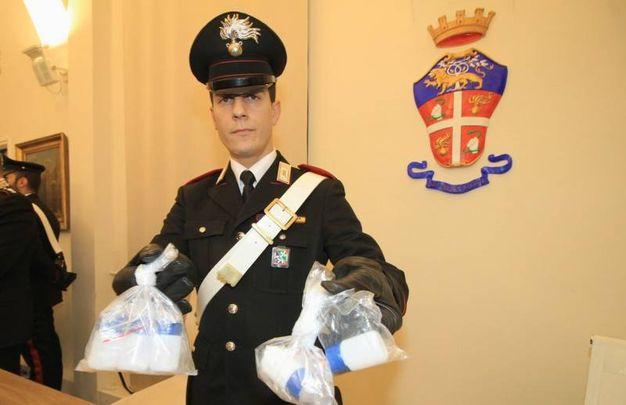 I carabinieri mostrano i flaconi di tallio sequestrati in casa del giovane