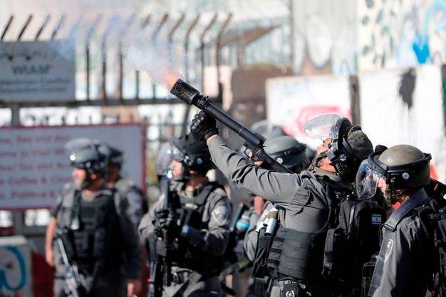 Reparti antisommossa israeliani ai checkpoint della West bank (AFP)