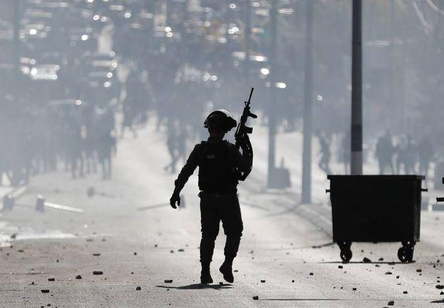 Soldati israeliani con fucili automatici nella West Bank