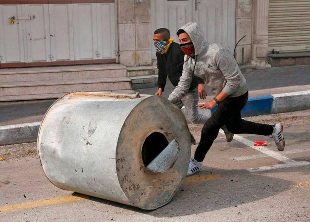Manifestanti palestinesi per le strade di Betlemme (AFP)