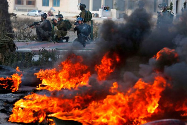 Fiamme e caos per le strade di Betlemme (AFP)