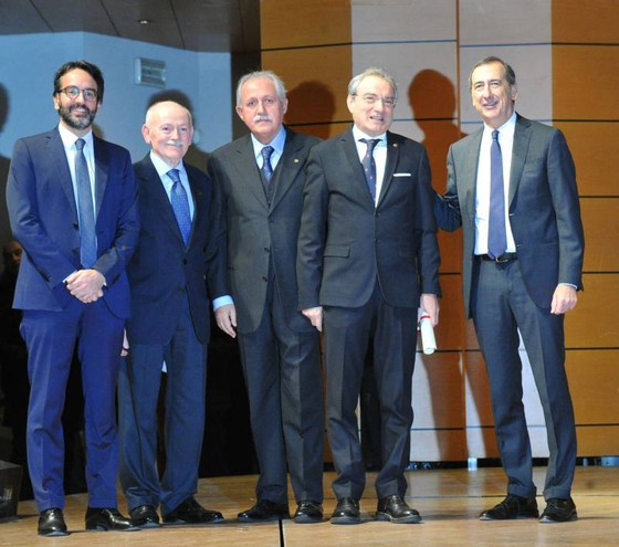 Attestato all'Associazione Regionale Pugliesi di Milano