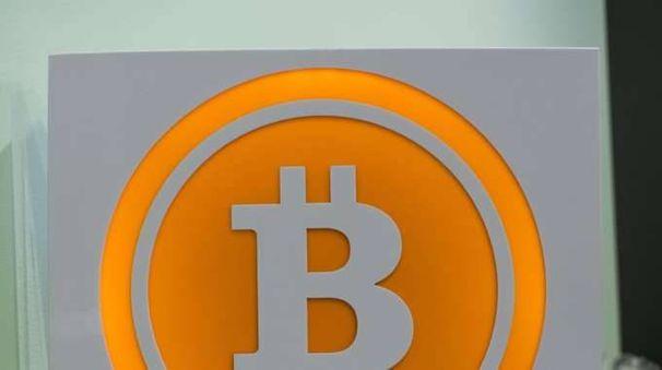 Bitcoin: ancora record, oltre 16.000 dlr