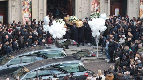 Il funerale di Matteo e Alessandro a Saronno