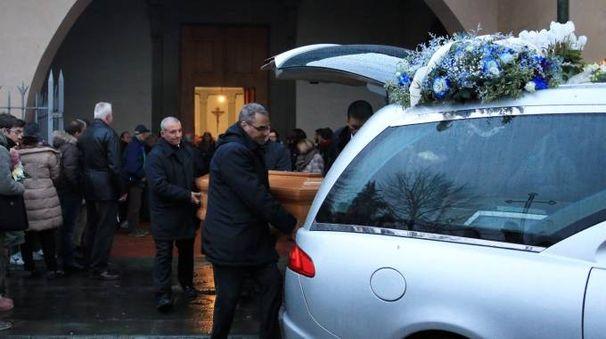 Il funerale di Marco Dolfi, morto a 23 anni