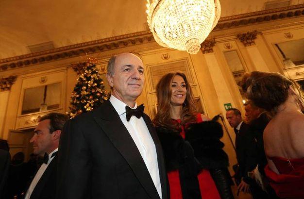 Corrado Passera con la moglie (La Presse)