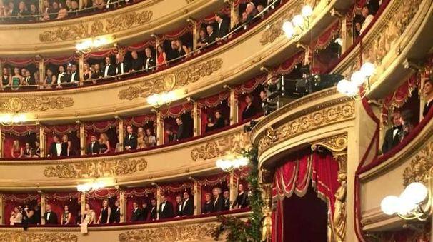 Scala, 10 minuti di applausi per Chenier