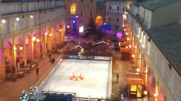 Fermo, piazza del Popolo pronta per il ponte dell'Immacolata e le feste di Natale