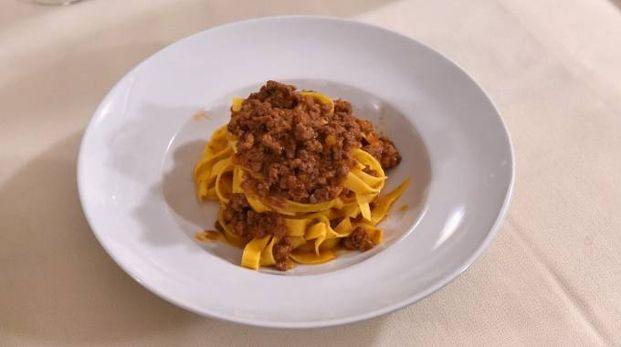 Un piatto di tagliatelle con il ragù bolognese