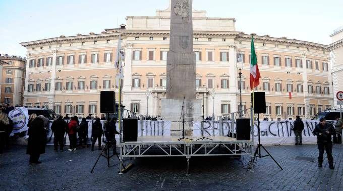 Roma, piazza Montecitorio deserta: salta il comizio M5S (Lapresse)
