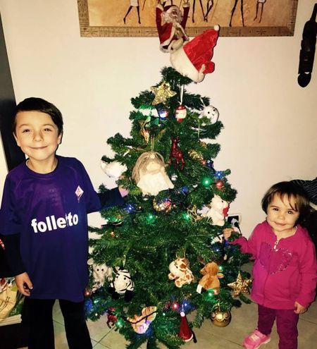 L'albero di Natale di Fabio e Viola, di 7 e 2 anni (grandi tifosi della Fiorentina)