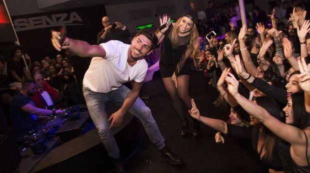 Selfie con le fan per Ignazio Moser al Miami di Monsano