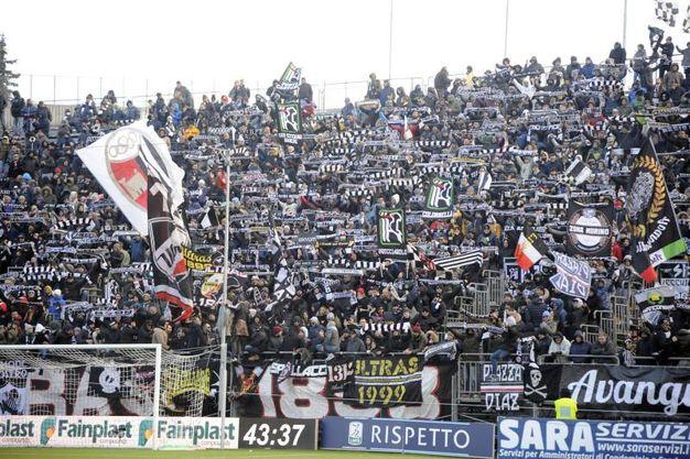 I tifosi dell'Ascoli allo stadio Cino e Lillo Del Duca (foto LaPresse)