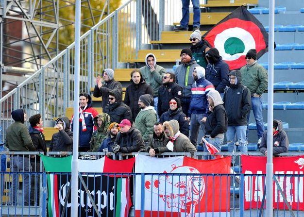 I supporter del Carpi allo stadio Carlo Castellani di Empoli (foto LaPresse)