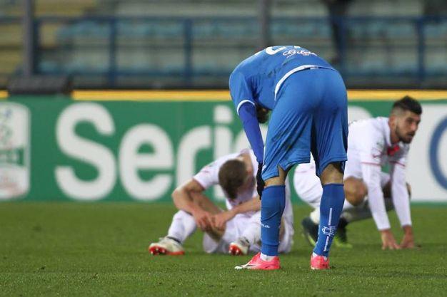 La delusione dei giocatori del Carpi a fine partita (foto Germogli)
