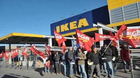 Il presidio sindacale a Carugate