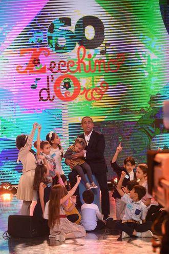 Zecchino d'Oro 2017, Claudio Conti sul palco con i bambini (foto Schicchi)