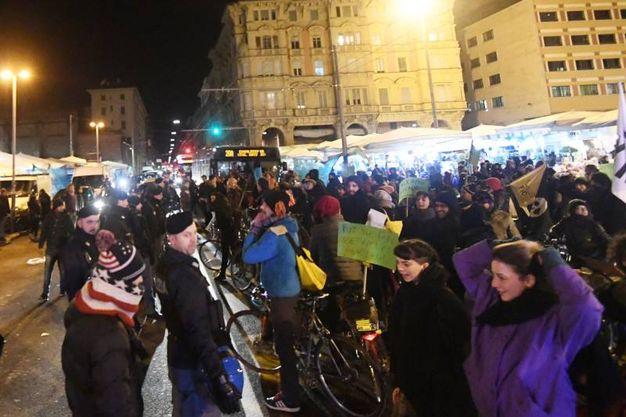 Insulti e minacce alla fiaccolata 'Liberiamo la Montagnola', organizzata da Insieme Bologna (Foto Schicchi)