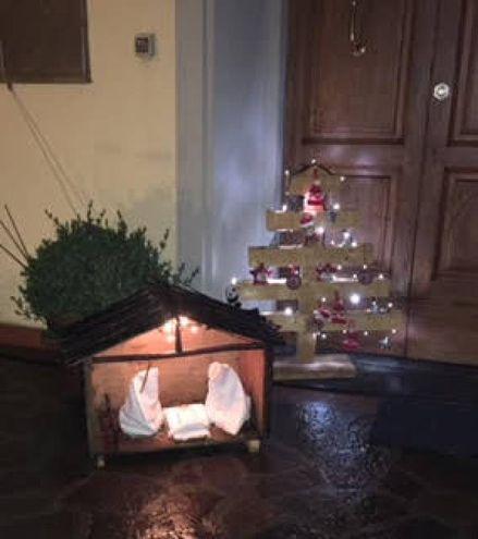 Albero e Sacra Famiglia . Natale in giardino. Foto di Stefano Innocenti