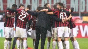 Milan-Bologna 2-1, Gattuso festeggia abbracciando i giocatori (Newpress)