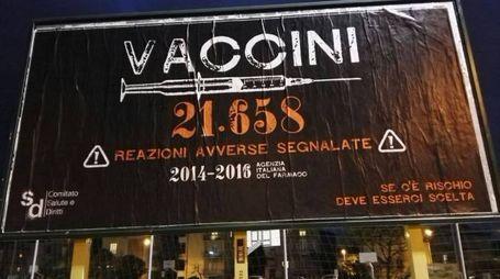 Uno dei cartelli apparsi a Pesaro e Fano