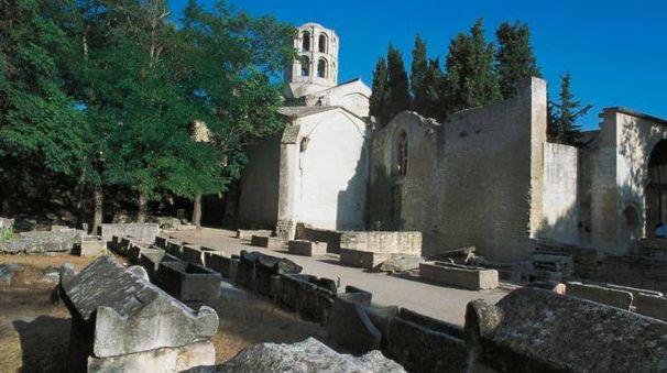 Il sito di sito di Alyscamps ad Arles, dove sfilerà Gucci